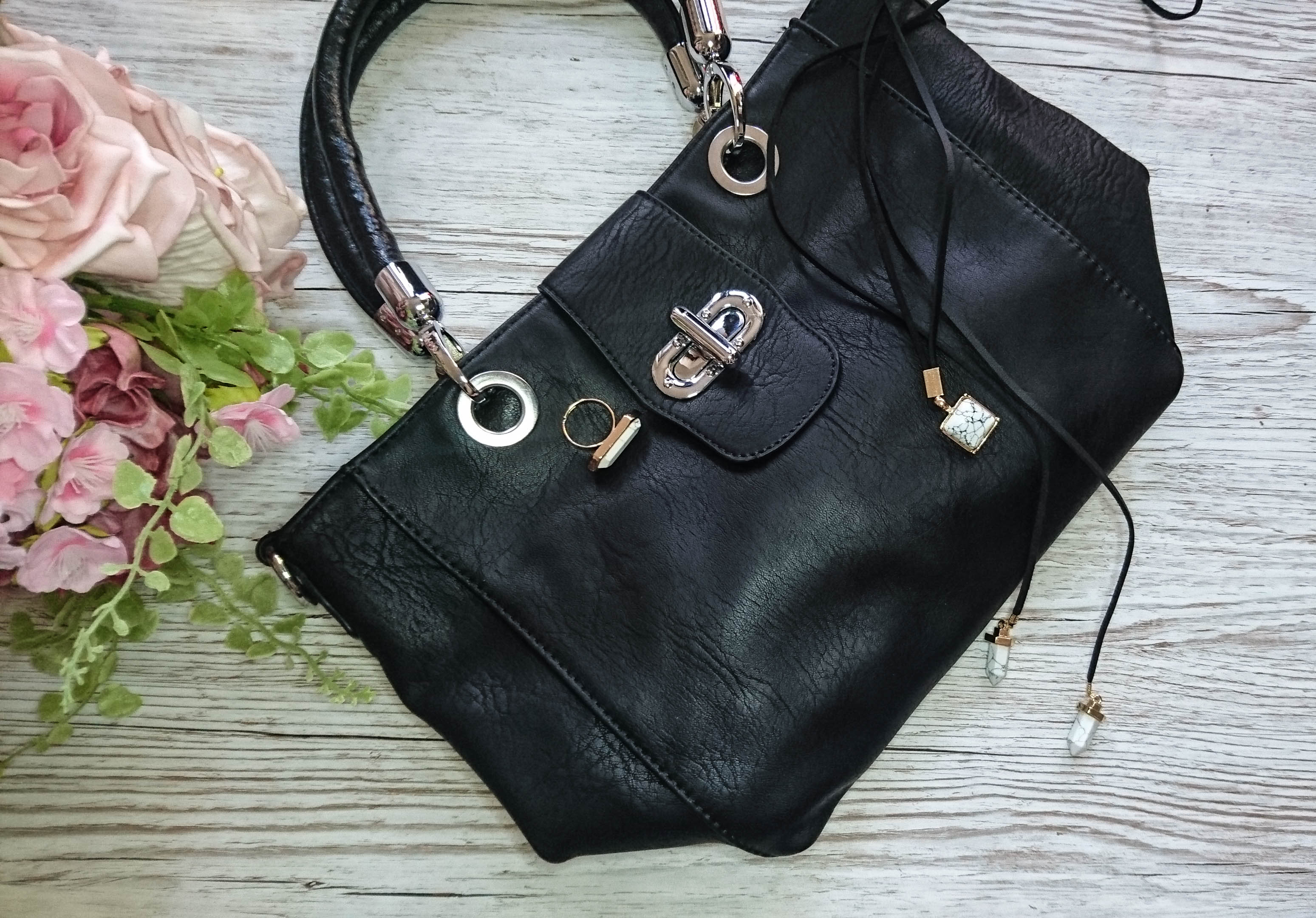 My new handbag, choker and ring frokm LOTD