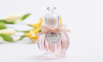 The Foolproof Guide to Buying Mom a Perfume She'll Love