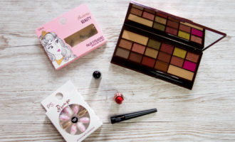 win an autumn makeup bundle