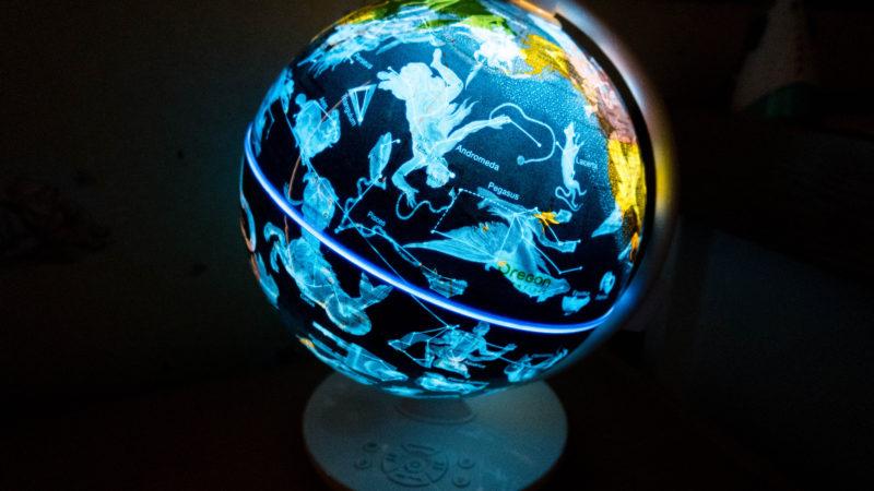 Smart Globe Myth by Oregon Scientific. Picture of globe illuminated in a dark room