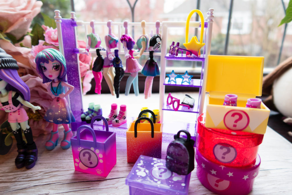 Off The Hook Style Dolls closet with clothes and accessories