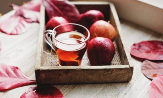 Appleas and cider (might be tea) No-Cook Edible Gift Ideas