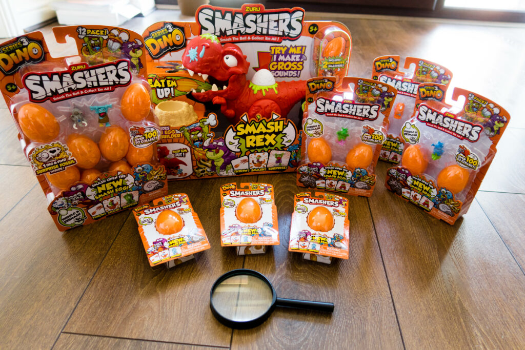 Smashers season 3 our contents of our package with dino, eggs and magnifying glass.