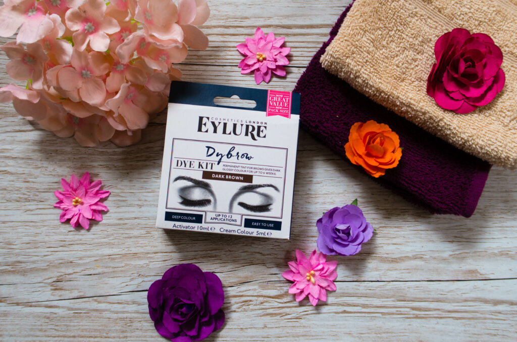 Dybrow review box with flowers